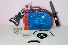 Valise pirate et accessoires Capitaine Sharky
