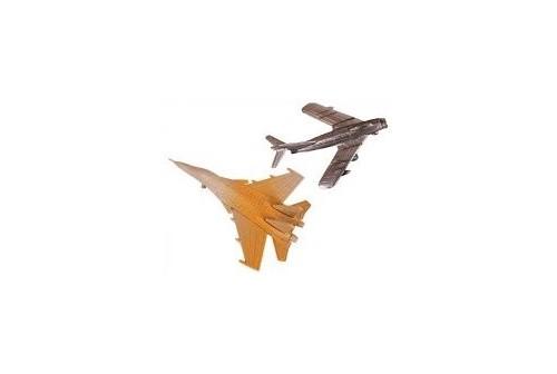 2 maquettes avions de chasse