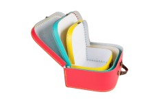 3 valises rétros aux couleurs vives
